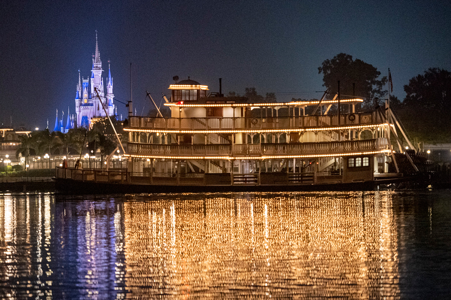 Watch Disney riverboat leave tracks and sail in openwater