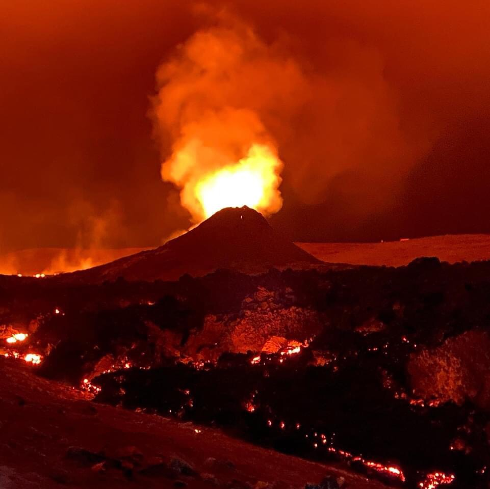 Watch the final moments of brave Bob, the volcanowebcam