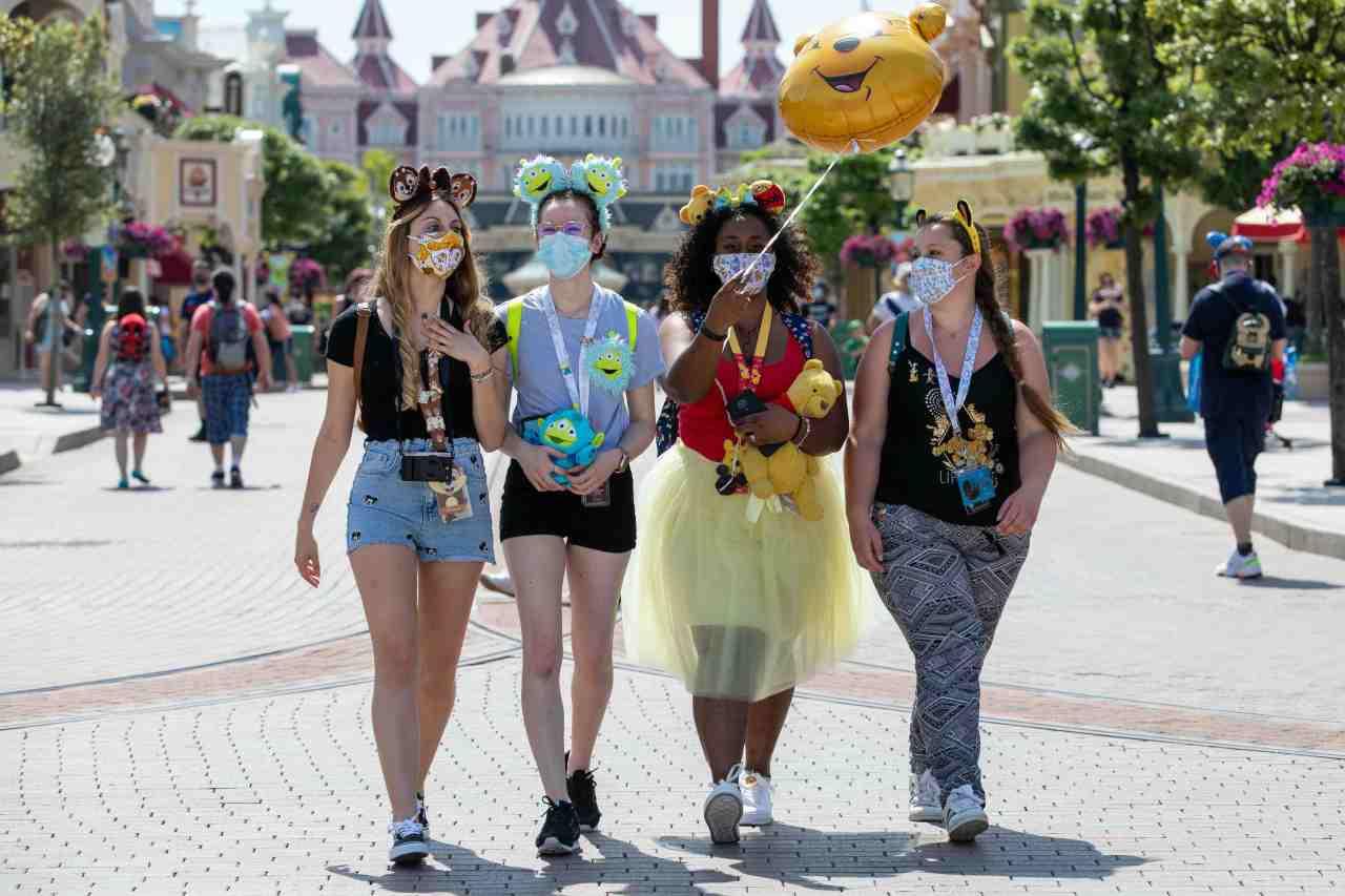Families return as Disneyland Paris re-opens with surprise selfie specialguests