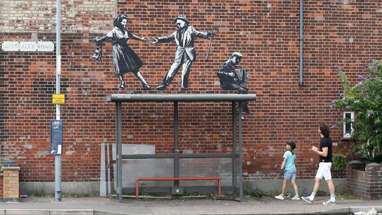 Watch how Banksy pulled his spraycation bus stopstunt