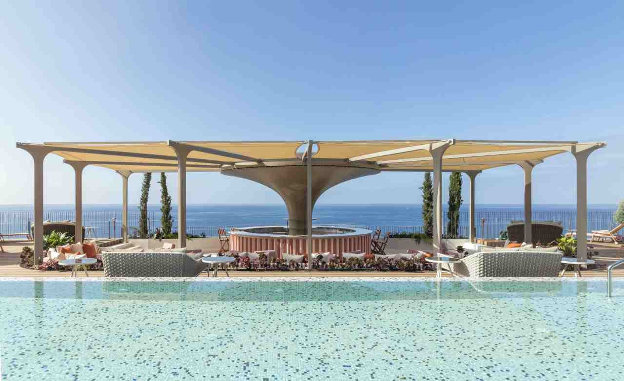 Roof with a view at new ocean front Madeirahotel